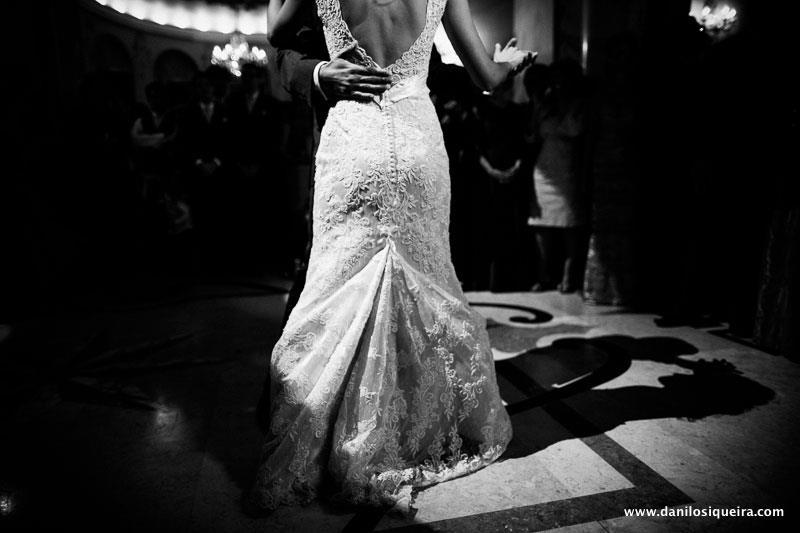 Casamento: vestido de noiva com cauda presa atrás para dançar. Foto: danilo Siqueira.