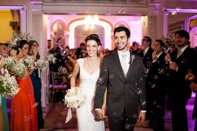 Casamento: a saída dos noivos com bolinhas de sabão. Foto: danilo Siqueira.