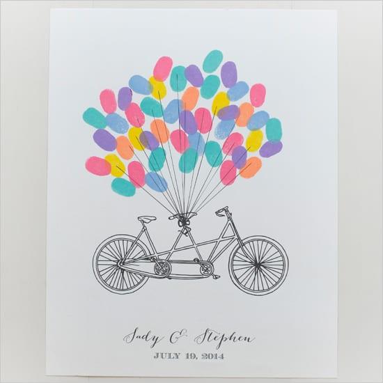 Livro de assinaturas de casamento: quadro com digitais e bicicleta do site Wedding Chicks.