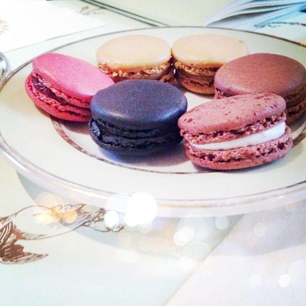 Lua-de-mel em Paris: Macarons da Ladurée em Paris. Foto: quirkylifestyle no Instagram.