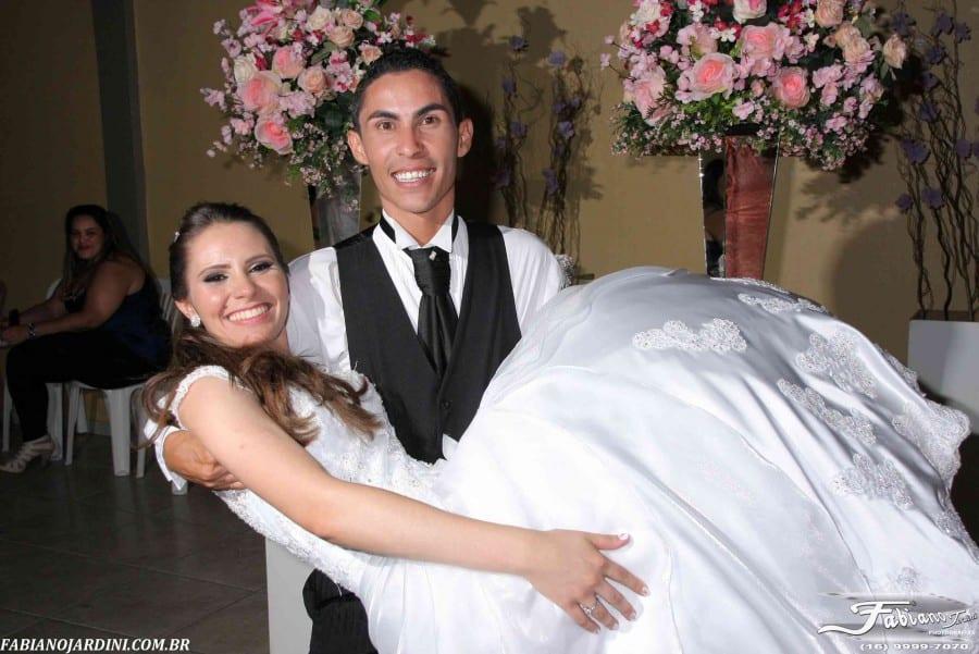 Fotos de casamento: noiva e noivo Rita e Gutierre. Foto: Fabiano Jardini.