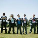 Padrinhos de casamento com camisetas de super heróis formam a Liga dos Padrinhos! Foto: 18 Elementos.