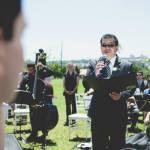 Casamento no campo: pai da noiva cantando na cerimônia. Foto: 18 Elementos.