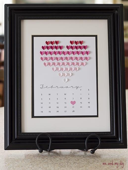 Calendário DIY com corações.