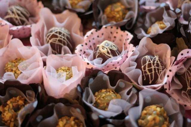Docinhos finos de casamento. Foto: Nena Chocolates.