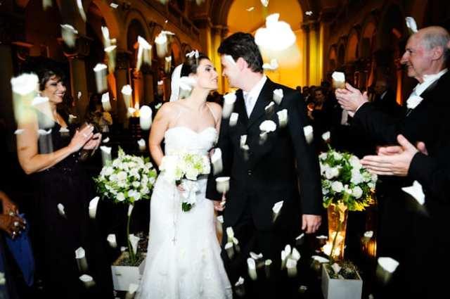 Casamento com chuva de pétalas. Foto: Sônia Colvara.