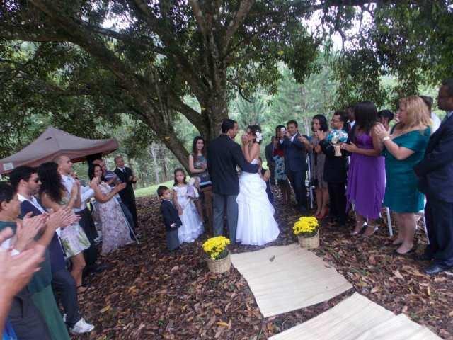 Cerimônia ao ar livre no casamento no campo de Greice e Everton. Foto: Caroline Cerutti,