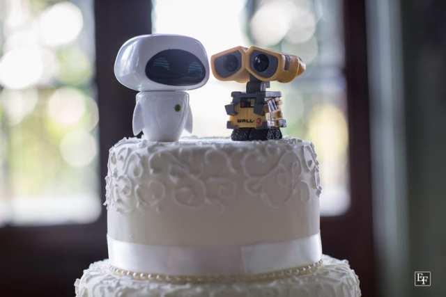 Noivinhos de topo de bolo do WALL-E e EVE. Foto: Edu Federice.