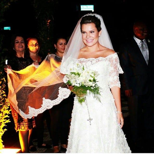 Casamento Thiaguinho e Fernanda Souza: o vestido de noiva e buquê.