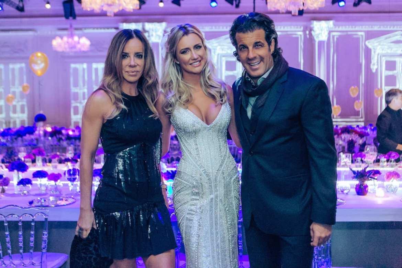 Cristiana Arcangeli e Alvaro Garnero no casamento de Roberto Justus e Ana Paula Siebert.