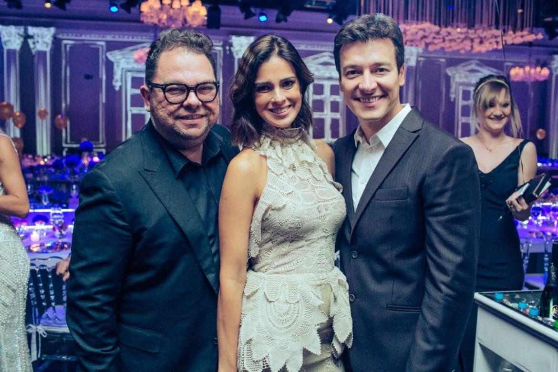 Jr. Mendes, Vera Viel e Rodrigo Faro no casamento de Roberto Justus e Ana Paula Siebert.