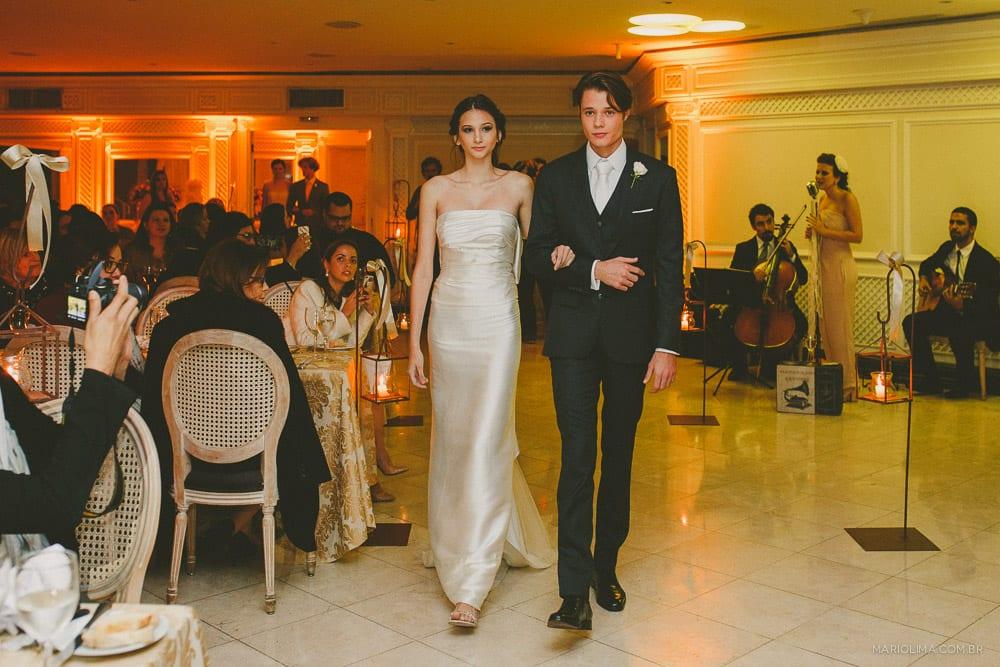 Desfile de vestidos de noiva Vanessa Abbud e trajes de noivo BRNC Alfaiataria no evento Diga Sim no Terraço Itália (foto Mário Lima).