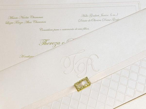 Convite de casamento chique de Eilá Nigri Designs com strass.