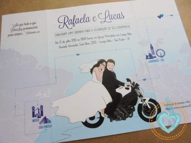 Convite de casamento divertido em azul com ilustração de moto e namoro à distância. Da Catita Convites.