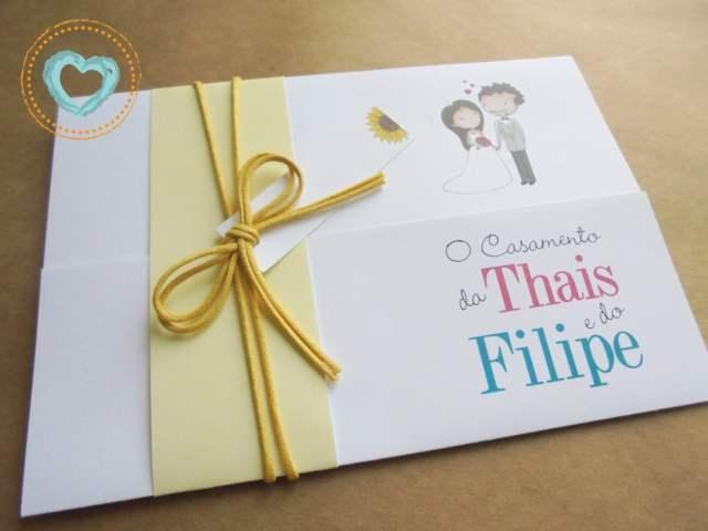 Convite de casamento divertido com desenho de noivinhos e minions, em tons de amarelo. Da Catita Convites.