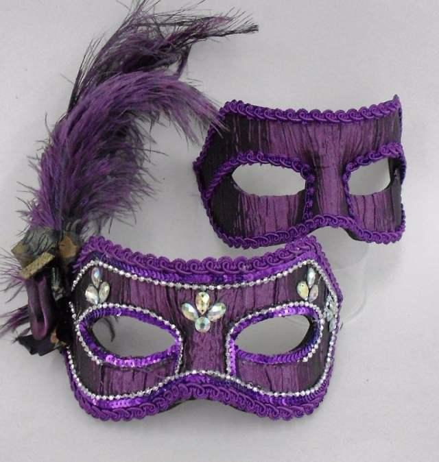Máscaras venezianas luxo de carnaval para casal em roxo/vinho.