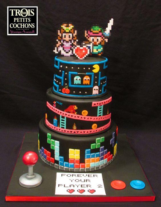 Noivinhos de topo de bolo tema Zelda e videogames em hama beads.