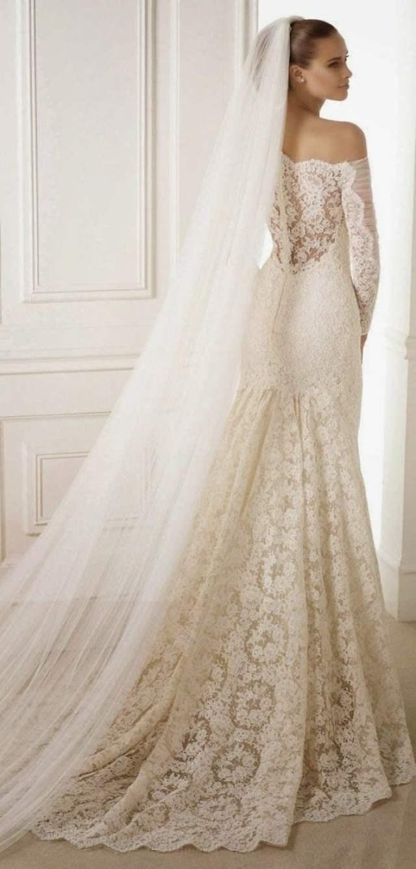 Véu de noiva longo e bem cheio da Pronoivas.