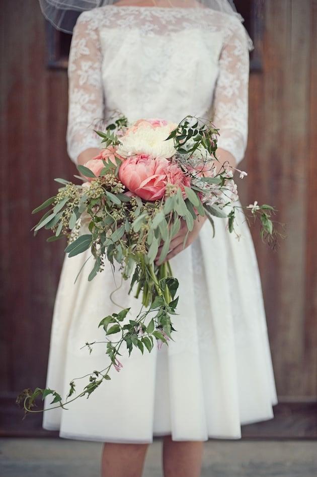 Buquê de noiva em cascata de orquídeas. De: Huckleberry Karen Designs. Foto: Love Life Studios.