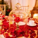 Casamento na Disney: decoração do jantar inspirado em a Bela e a Fera.