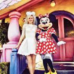 Casamento na Disney: noiva em foto com a Minnie.