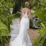 Vestido de noiva de Helena Bordon da Calvin Klein (costas). Casamento Helena Bordon e Humberto Meirelles em St. Barths.