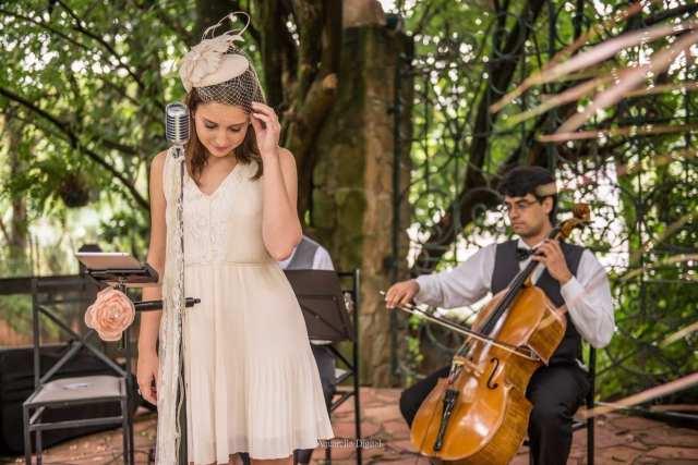Música para casamento: voz, violão e violoncelo, com Lorenza Pozza.