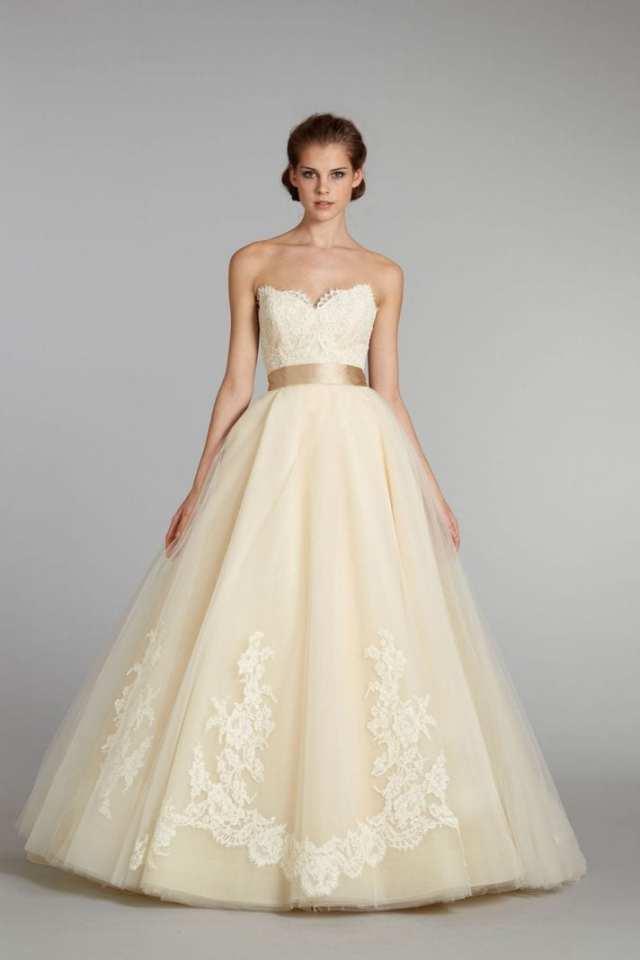 Vestido de noiva creme, não branco, da JLM Couture, coleção Lazaro.
