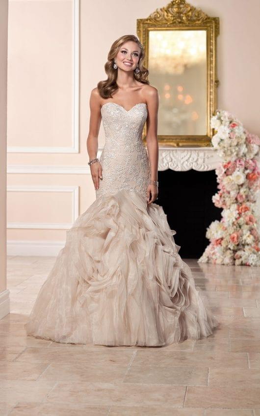 Vestido de noiva champanhe, creme, bege, não branco, de Stella York.