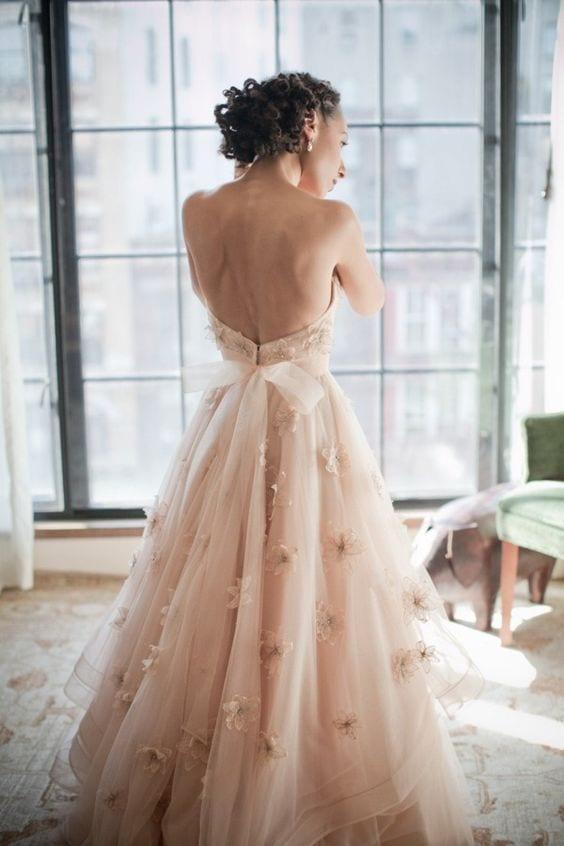 Vestido de noiva rosé, rosinha claro, não branco. Vestido da Wtoo Brides. Foto: Olya Vysotskaya Photography