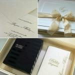 Convite do casamento de Wesley Safadão e Thyane Dantas, bíblia sagrada personalizada com os nomes do casal e terno do noivo.