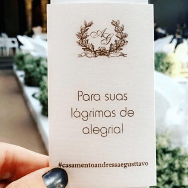 """Fotos do casamento Gusttavo Lima e Andressa Suita. Lencinho """"para lágrimas de alegria""""."""