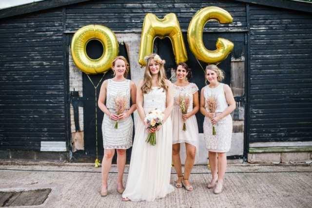 Balões metalizados com letras gigantes para casamento.