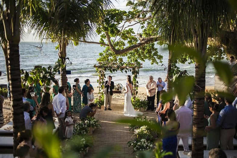 Espaços para casamento na praia estilo pé na areia em Ilhabela: Vila Salga. Veja mais locais no site Planejando Meu Casamento ( www.planejandomeucasamento.com.br ).