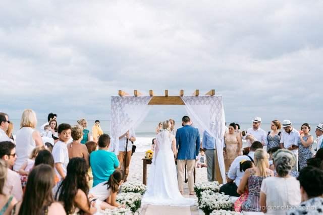 Espaços para casamento na praia estilo pé na areia em Maresias: Coconut's Hotel. Foto: Rafa Ramos. Veja mais locais no site Planejando Meu Casamento ( www.planejandomeucasamento.com.br ).