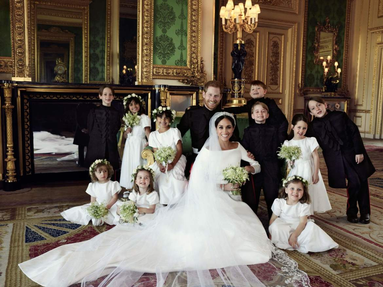 Casamento Real: Príncipe Harry e Megan Markle com daminhas de honra e pajens, incluindo princesa Charlotte e príncipe George. Foto: Alexi Lubomirski. Mais detalhes no blog www.planejandomeucasamento.com.br