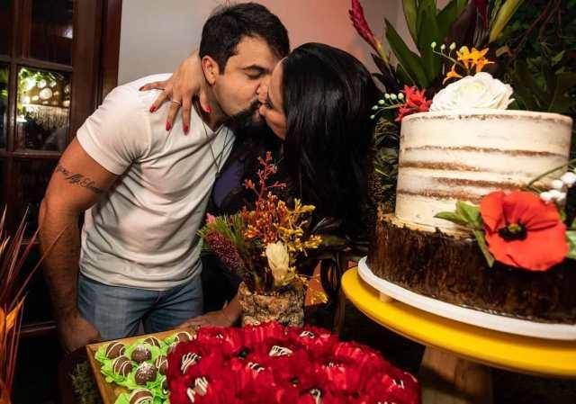 Bolo semi naked cake casamento de Fabíola Gadelha (Rabo de Arraia) feito por Cake Studio ( www.cakestudio.com.br / contato@cakestudio.com.br ).