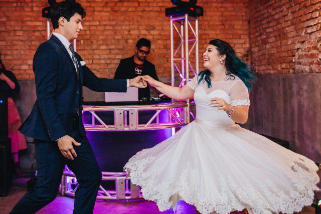 Casamento Dani e Raul: primeira dança dos noivos. Foto: Canvas Ateliê.