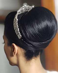 Fotos de penteados de noiva: coque. Foto: @janainafaria_make_hair
