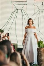 Vestidos de noiva 2019: Carol Hungria lança coleção Iconic. Mais dicas de casamento em www.planejandomeucasamento.com.br