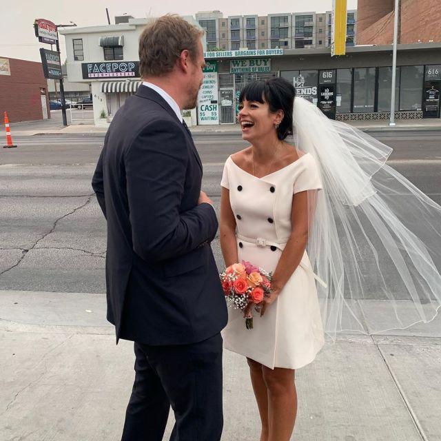 Fotos do casamento de Lily Allen e David Harbour postada pelos noivos no Instagram.