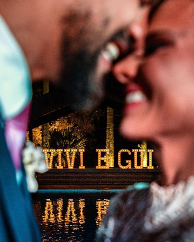 Letreiro com nome dos noivos para decoração de casamento - Casamento Viviane Araújo