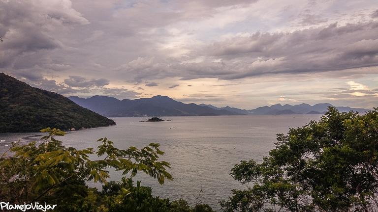 Vista do Atardecer em um dia nublado do Mirante da Praia Preta