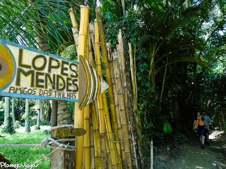 Sinalização na Trilha para Lopes Mendes