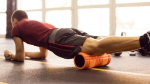 Ejercicios con el rodillo foam roller para recuperar mejor después de los entrenamientos