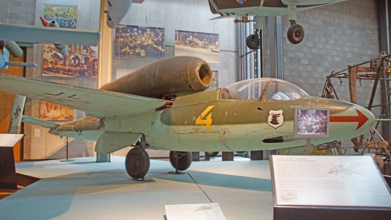 Heinkel He162A-2 Volksjäger 120076 4 Luftwaffe