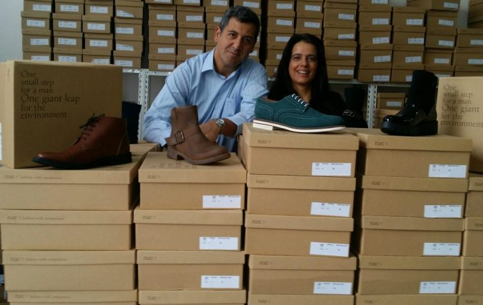 Álex y Paula creadores de la marca de zapatos veganos Nae Vegan