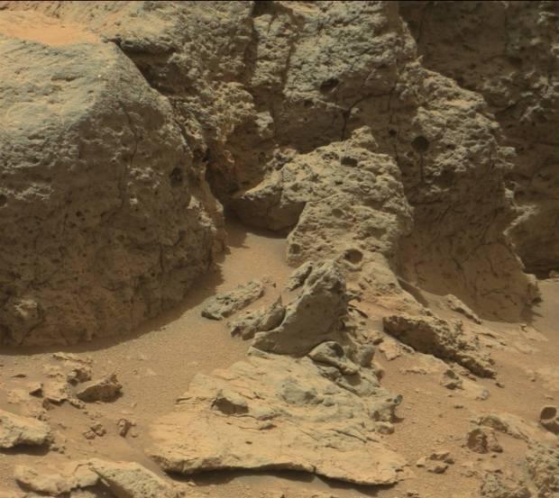 Point Lake rock outcrop. Credit: NASA / JPL-Caltech