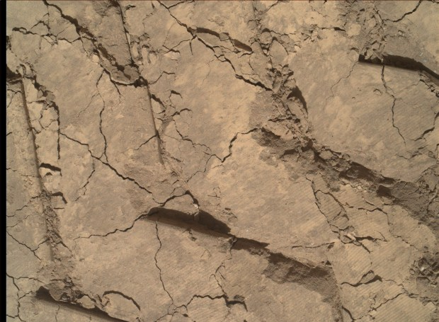 Close-up view of Curiosity wheel tracks impressions in the sand with the dune. Very fine detail can be seen such as in the lower right portion of the image. Click for larger version. Credit: NASA / JPL-Caltech