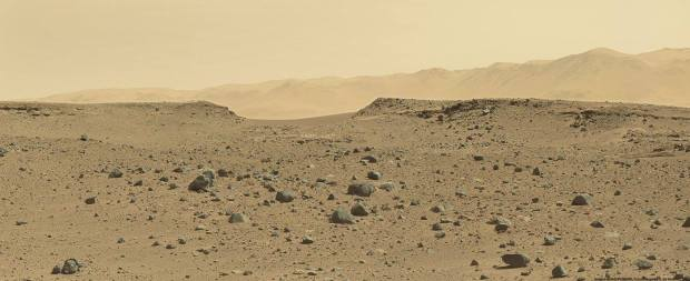 Panoramic image of Dingo Gap, with some of the hills of the Gale crater rim in the background. Credit: NASA / JPL-Caltech / Olivier de Goursac